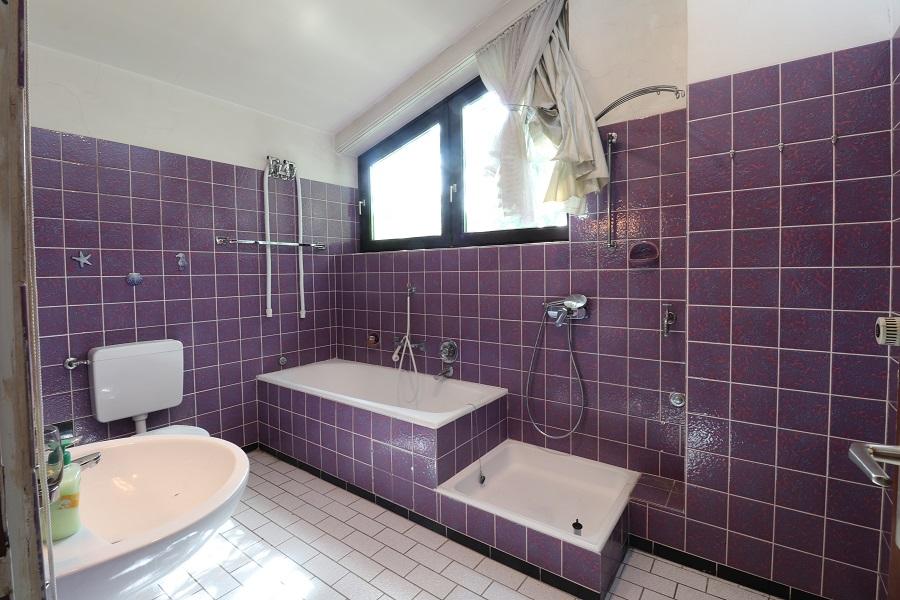 Natur pur und stadtnah - Badezimmer im Dachgeschoss