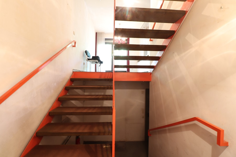 Natur pur und stadtnah - Treppenhaus vom Untergeschoss ins Erdgeschoss